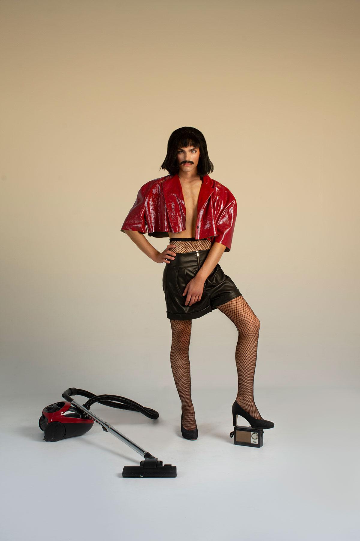 Chaqueta: Andres Zurru Shorts: Bershka Zapatos de salón: Vintage