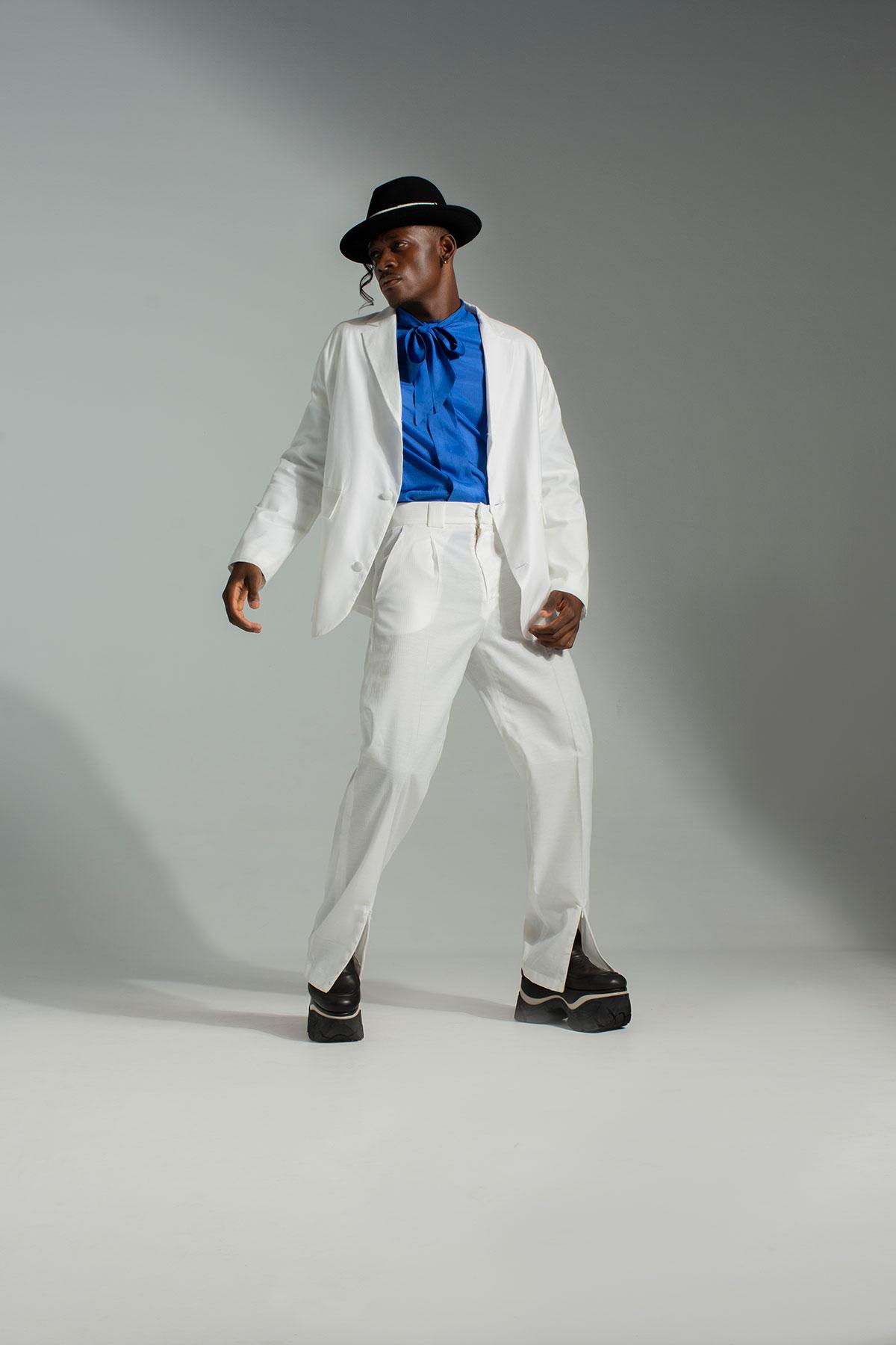 Sombrero: Vans Traje blanco: Pablo Erroz Camisa: vintage Plataformas: AFT-R