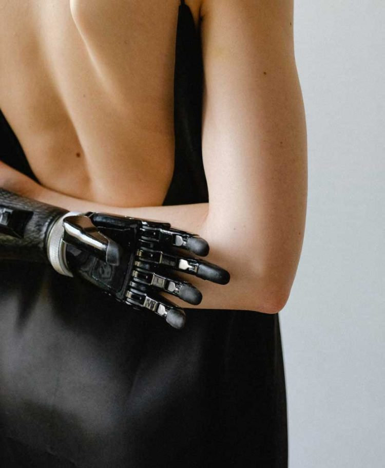 bionic-arm-wag1mag Vía Pexels