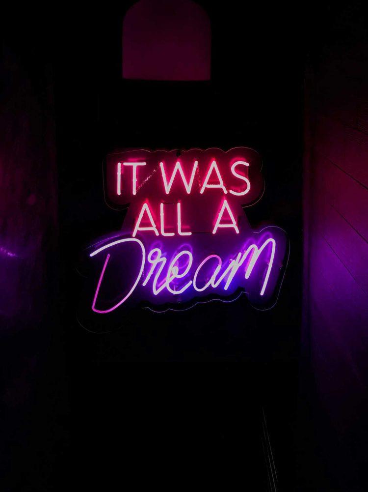 dream-neon-wag1mag Vía Pexels