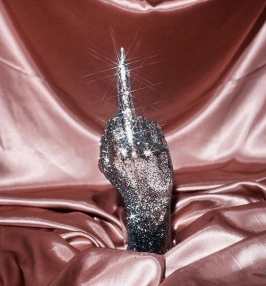 glitter-hand-wag1mag