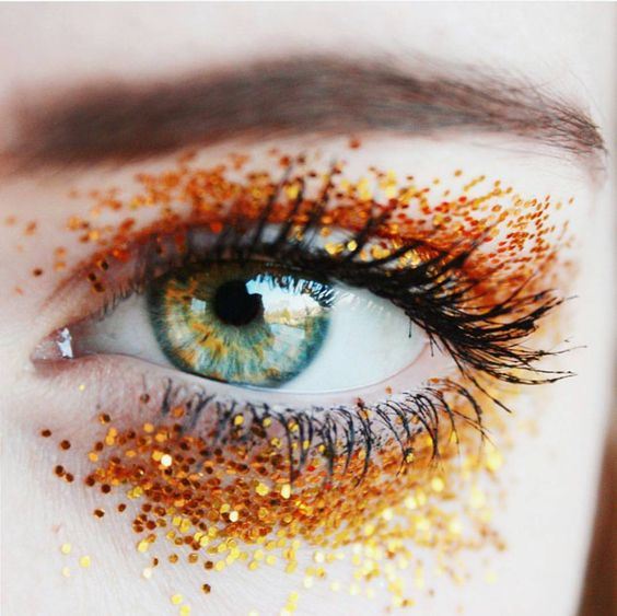 golden-glitter-eye-wag1mag