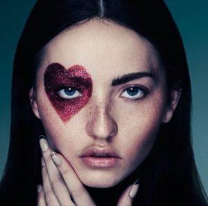 heart-makeup-girl-wag1mag