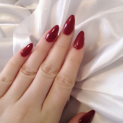 red-nails-wag1mag