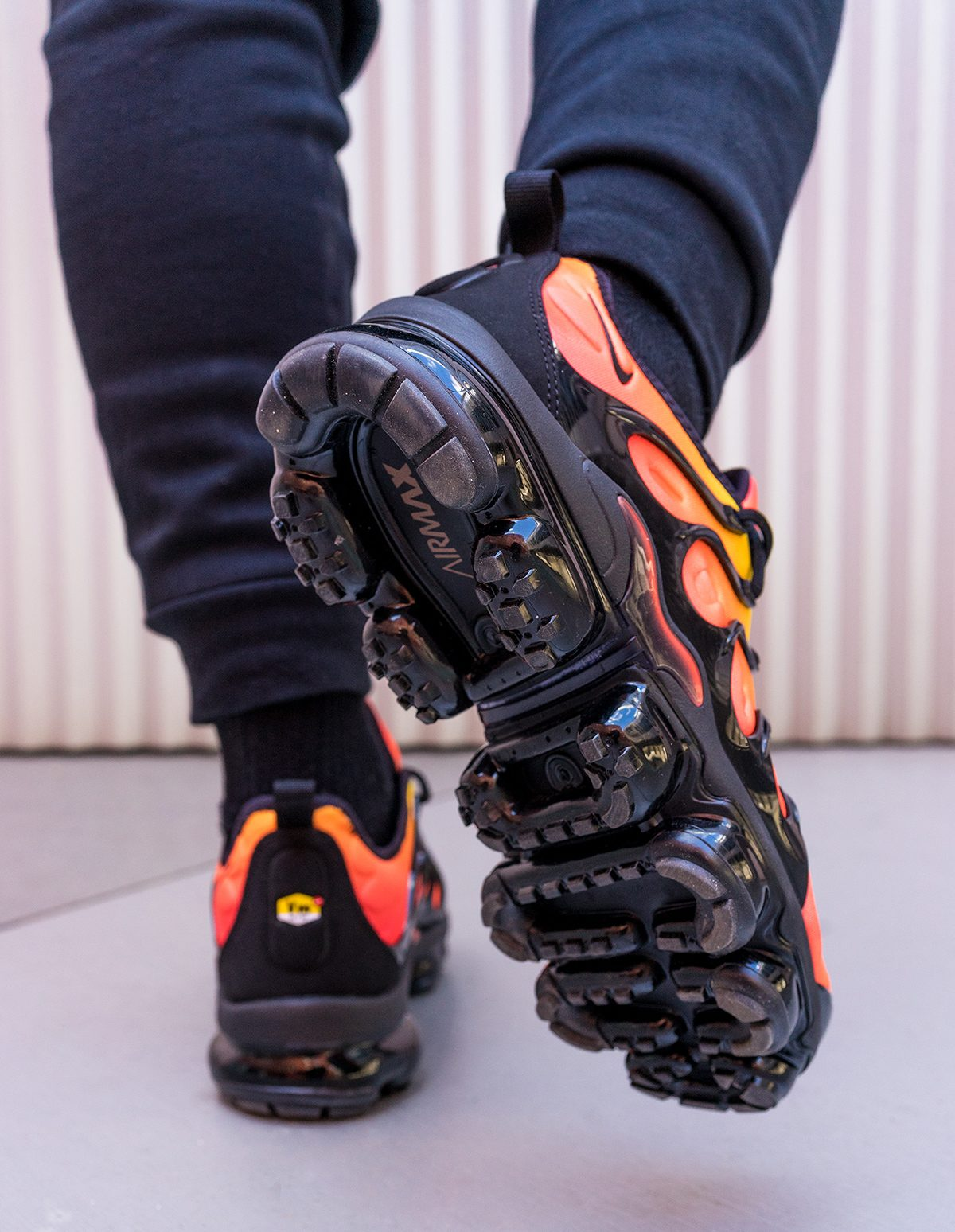 51520224748 🔥 NIKE VAPORMAX PLUS - SUNSET🌆 🔥  weeklySNEAKERS – WAG1 MAGAZINE